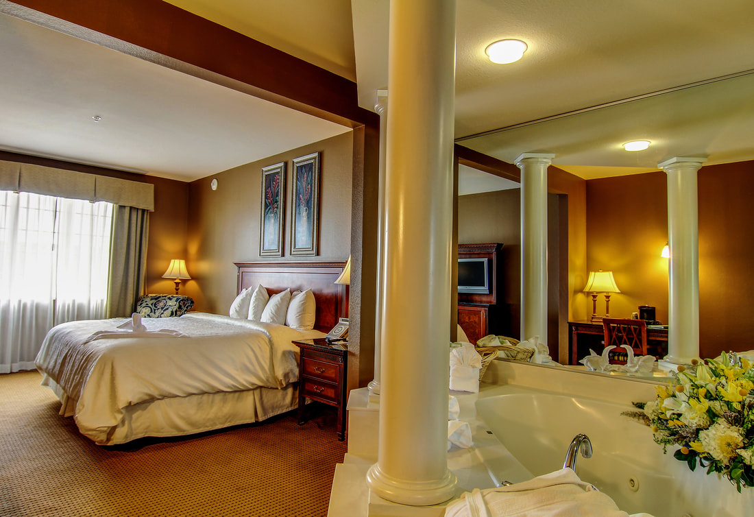 Suite with king bed and in-room Jacuzzi